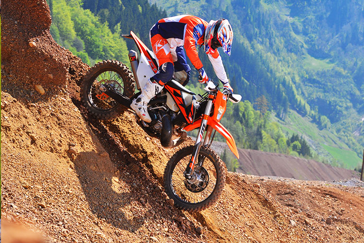2018 ktm tpi review. plain ktm think about itu2026 no more premixing your oil no guessing which jets to  run on a frosty morning just hit the starter button and let bike do what  throughout 2018 ktm tpi review 2